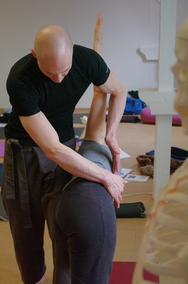 Learning the details of adjustments within the framework of a yoga teacher training