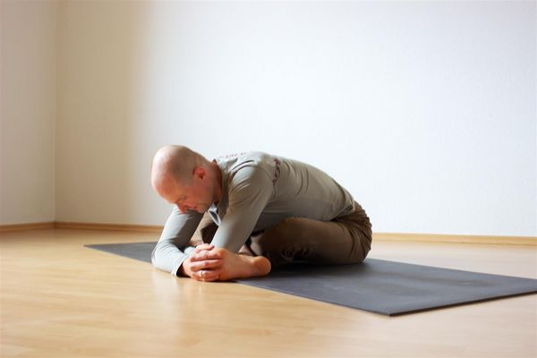 An easy exercise to stretch the m. piriformis.