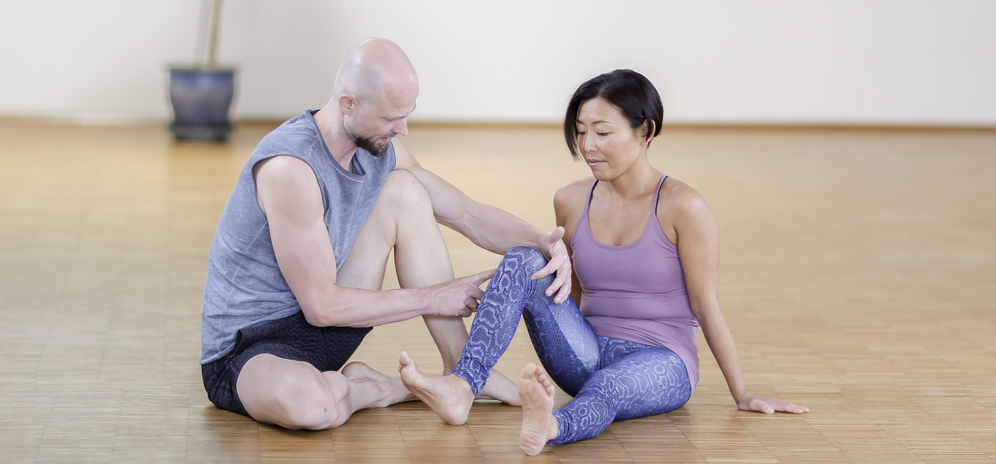 Fascia Yoga: Helical tension for healthy hips, knees and ankles